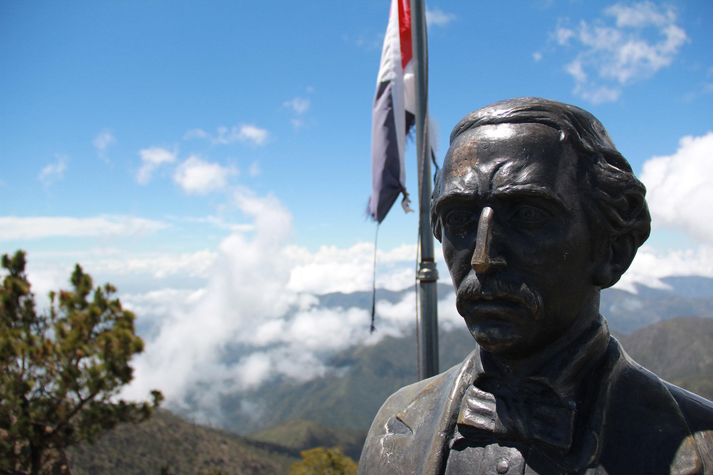 Nationalstolz am Gipfel des Pico Duarte.