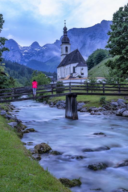 Die Pfarrkirche St. Sebastian in Ramsau hat wohl jeder schon einmal gesehen.