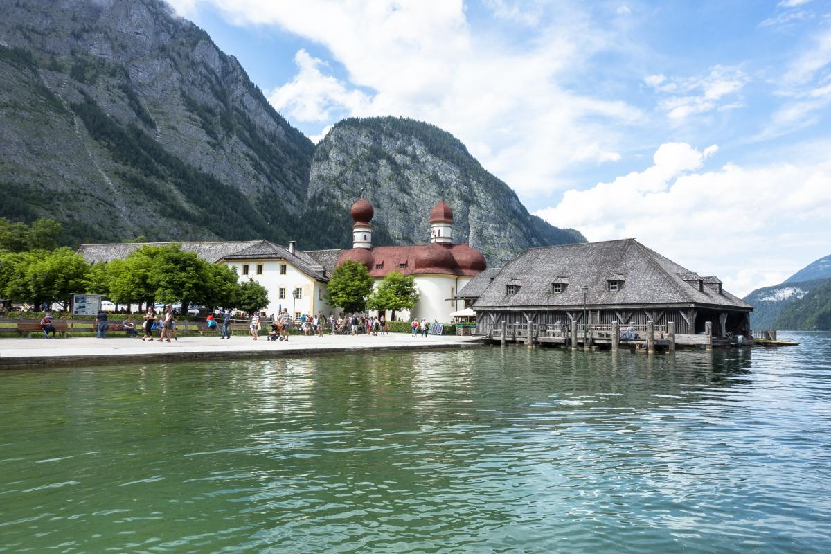 Die Wallfahrtskapelle St. Bartholomä am Königsee ist ein weiteres Wahrzeichen im Berchtesgadener Land.