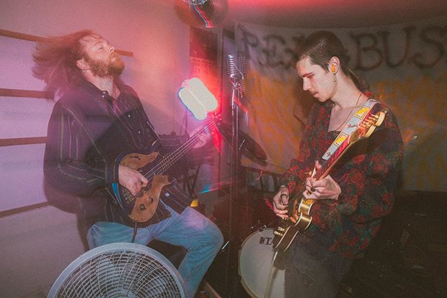 Great show last night @pearbushe  Stay tuned for Bundle of Stick's release on the 15th!! — #pearbush #garagerock #garageconcert #midwesttalent #springfieldmusician #springfieldtalent #springfieldphotographer #concert #showphotos #midwestemo #indierock #vsco #grunge #indie #houseshow #partyphotography