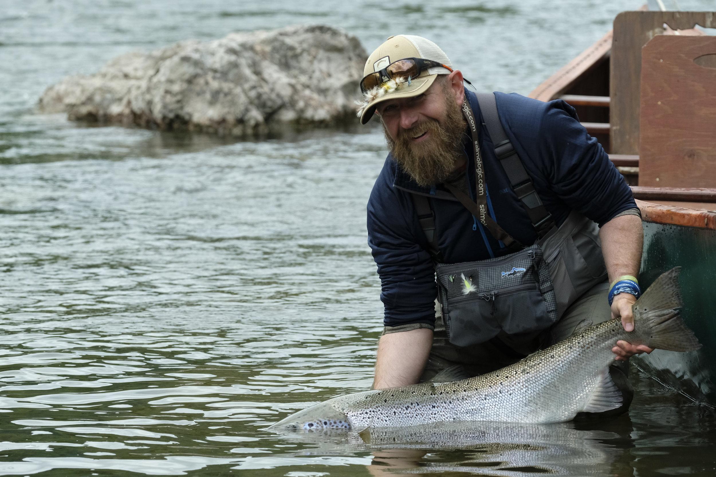 Une prise inoubliable pour David Ingerbrigsten : un magnifique saumon de l'Atlantique capturé dans la Cascapédia. Bienvenue dans le Club des 30 lb et plus!