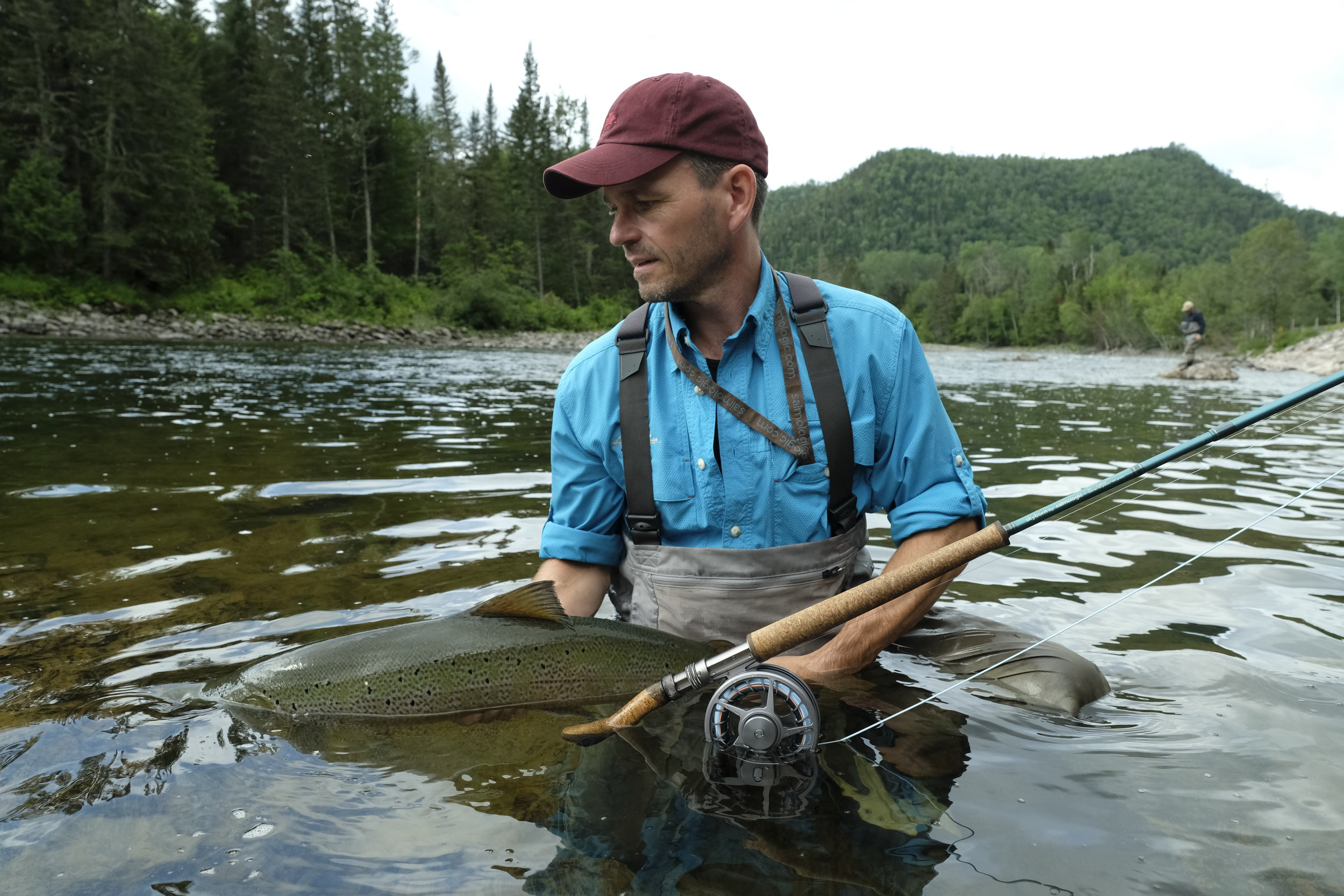 C'était un véritable plaisir de t'accueillir à nouveau au camp cette année, Peter Norby! On dirait que le saumon avait hâte de te revoir, lui aussi!