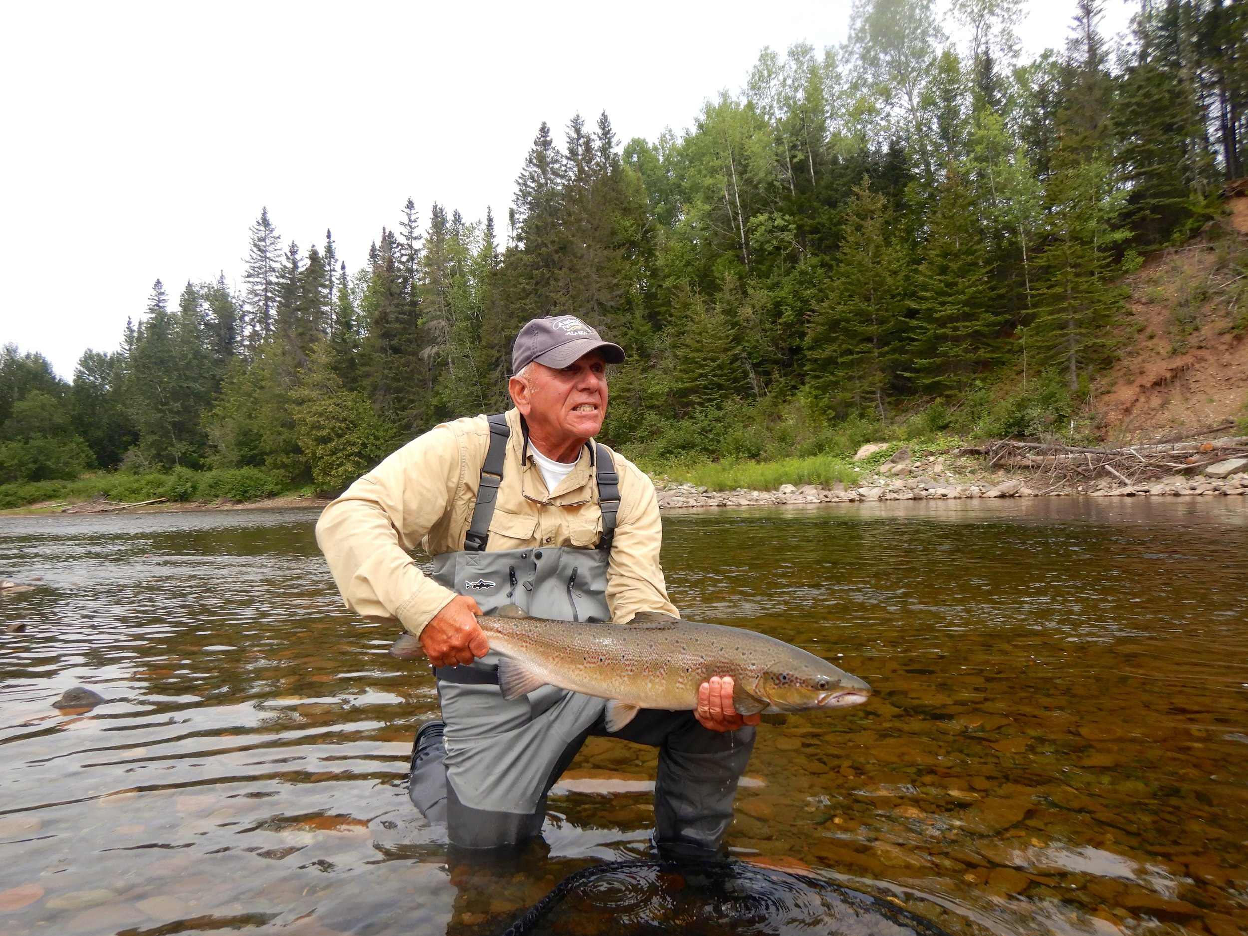 Barry Kutzen vient de capturer ce beau spécimen dans un bras de la rivière Cascapédia. Félicitations, Barry!