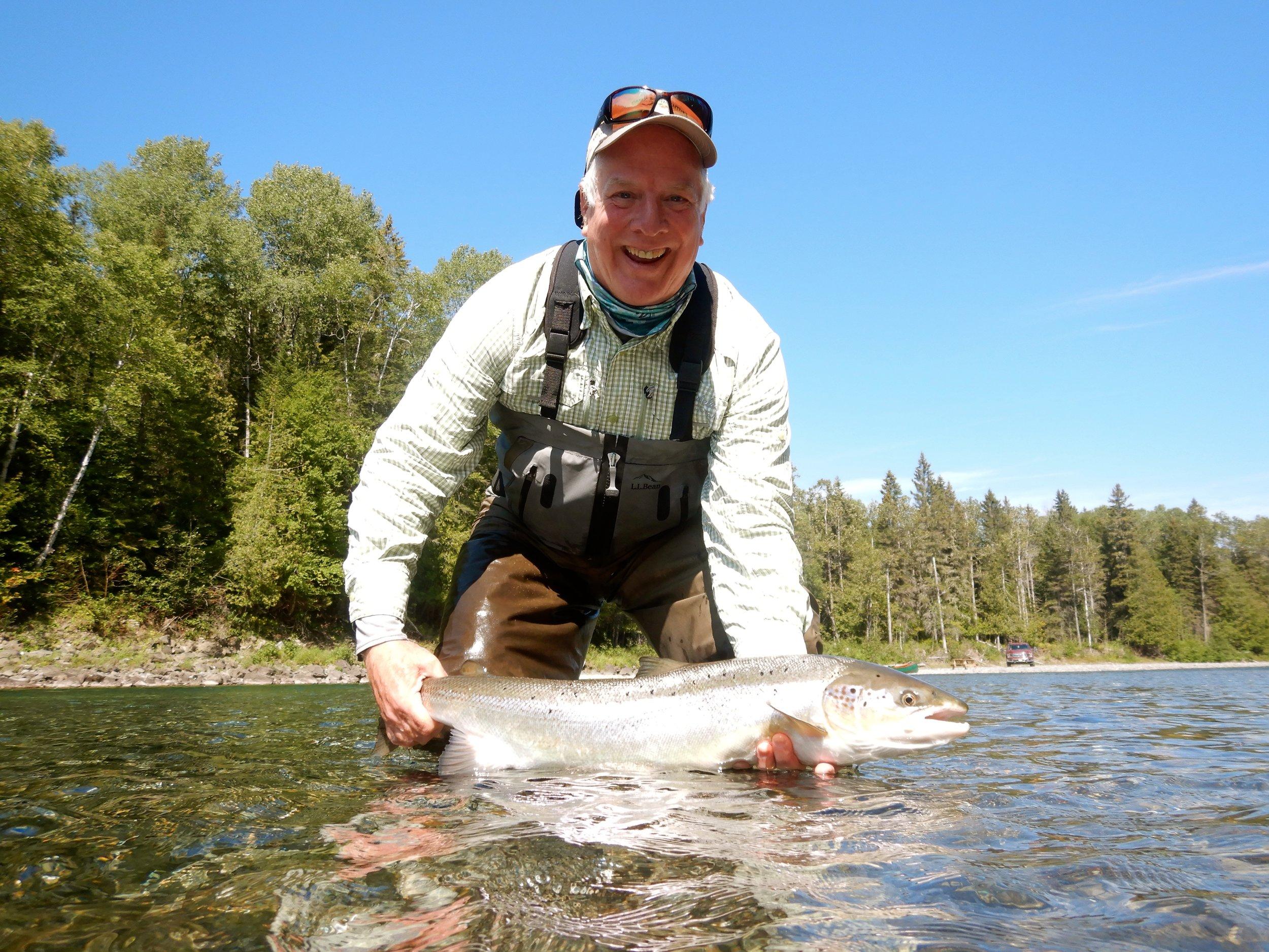 La chance a enfin souri à Tom Stroker sur la rivière Bonaventure. Félicitations, Tom!