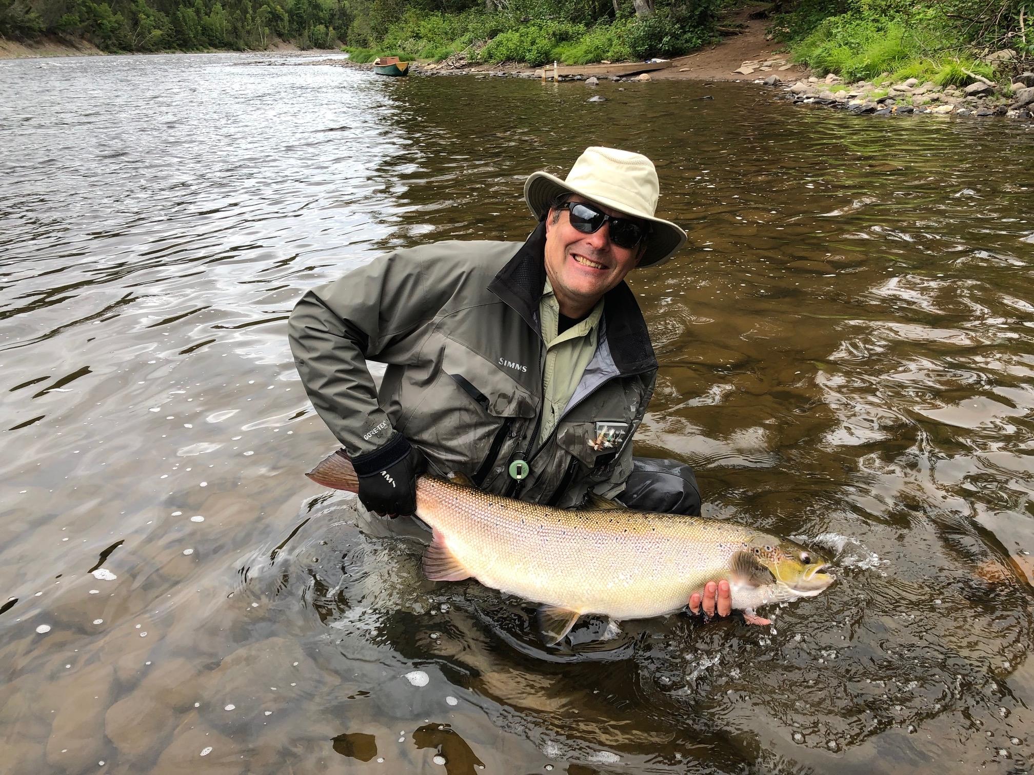James Palmer a battu son record personnel en capturant cette belle prise dans la rivière Cascapédia cette semaine! Un rêve devenu réalité! Bien joué, James!
