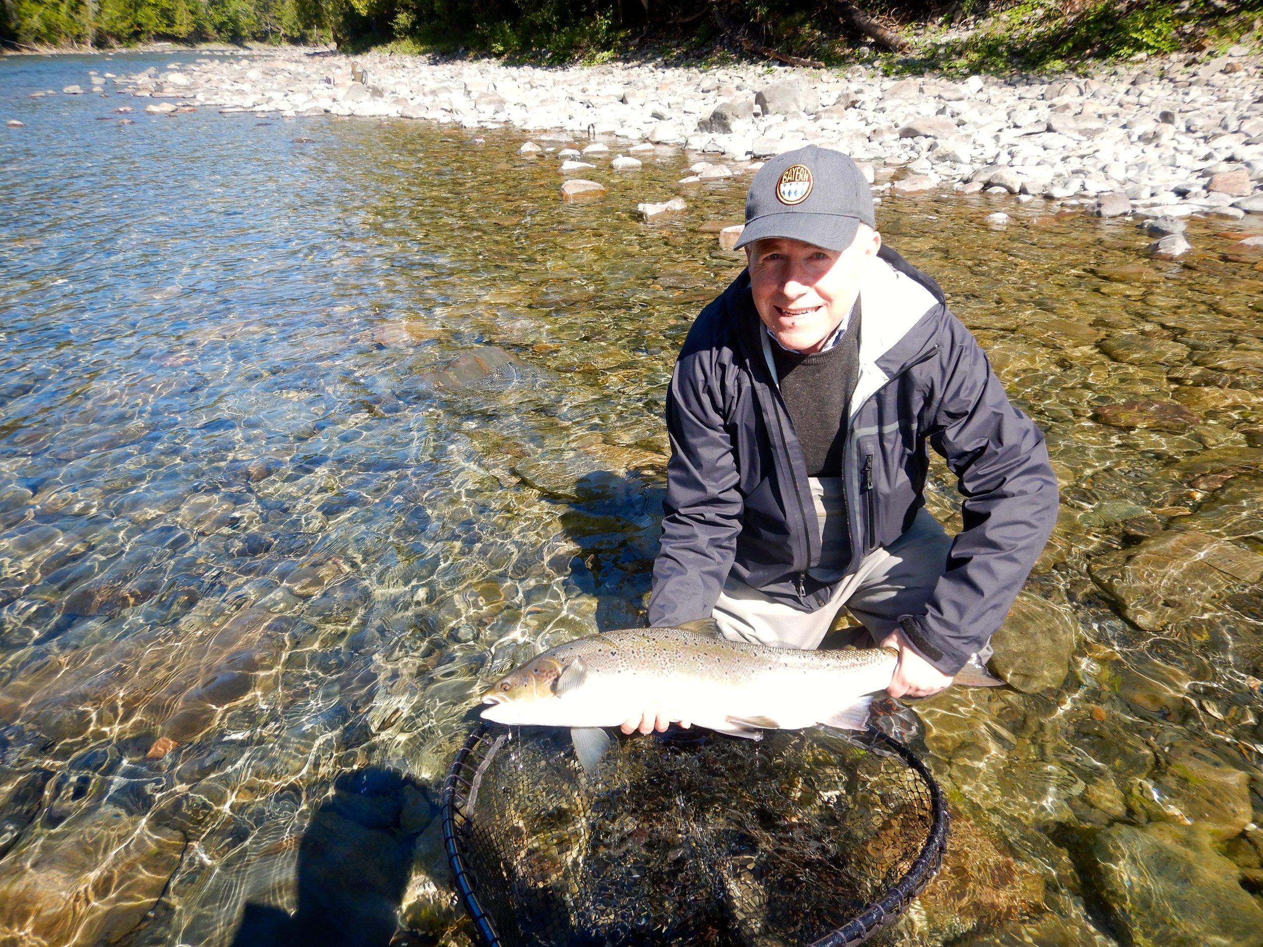 C'était la première visite de Kevin Taylor à Salmon Lodge. Quel plaisir de le recevoir au camp! C'est dans la Petite Cascapédia qu'il a pu réaliser ses rêves en capturant son premier saumon atlantique.