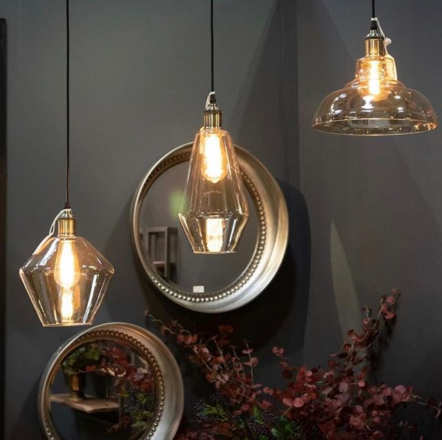 Oh my goodness I love these new lights! In stock soon 🖤🖤🖤 ⠀ #springfair #interiors #interiortrends #homeinteriors #beautifulproducts #howihome #thingsilike #housebeautiful #prettythings #lighting #pendentlight