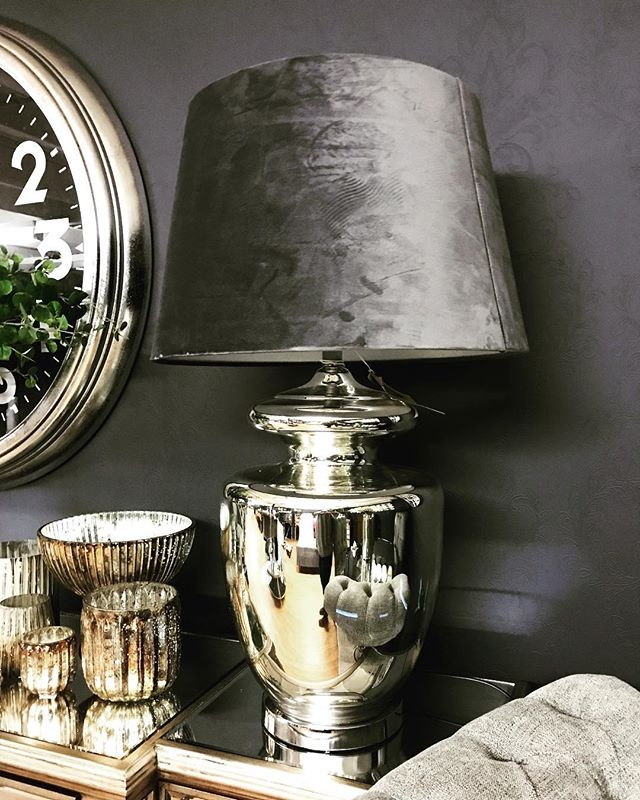 I love a good solid lamp and I love this silver glass one soooooo much. Complete with grey velvet shade too 👏🏻👏🏻🖤 www.farminteriors.com/lighting  #tablelamp #lamplovers #glasslamp #lightyourfire #homeinspo #greyvelvetlamp #greyvelvet #homedecor #howihome