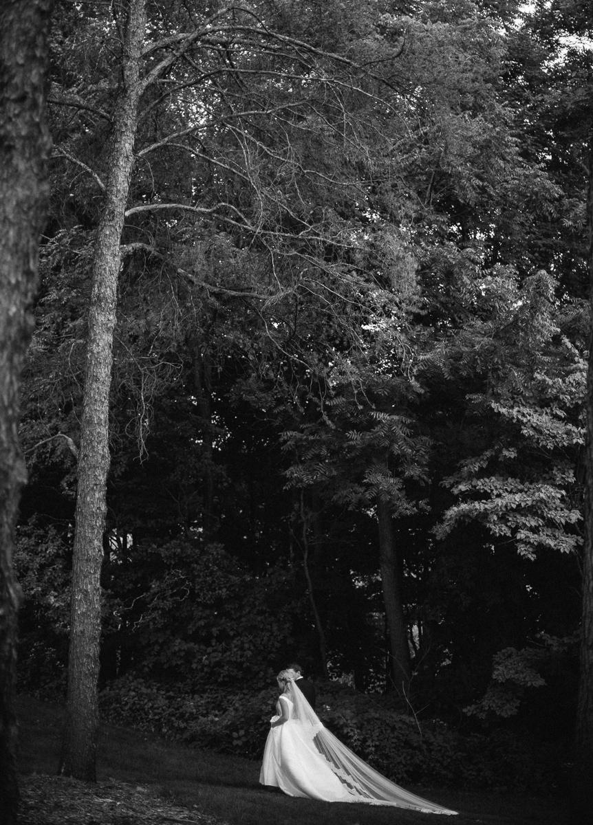 University of Minnesota Landscape Arboretum Wedding-15.jpg