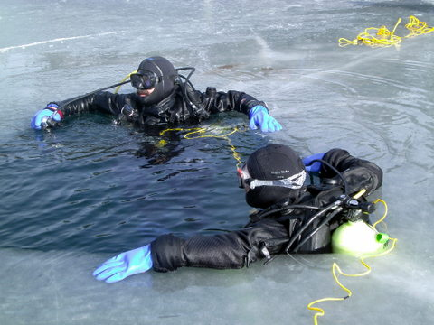 B_Tobalske_A_Woods_Ice_Diving_Course.JPG