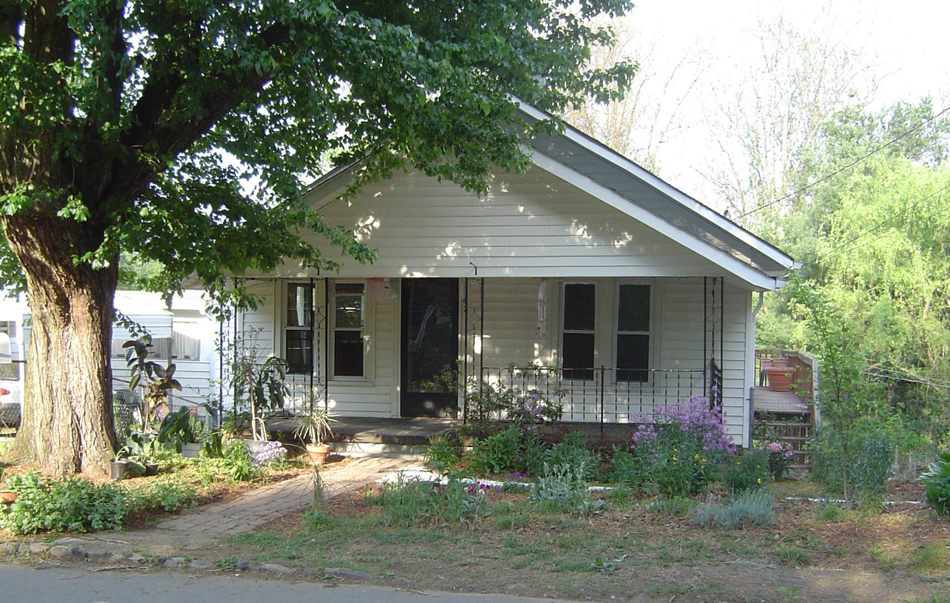 1910 Cottage. Asheville, NC 2005