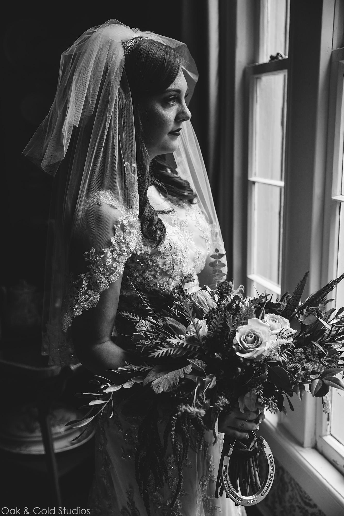 vinewood-plantation-window-bride.jpg