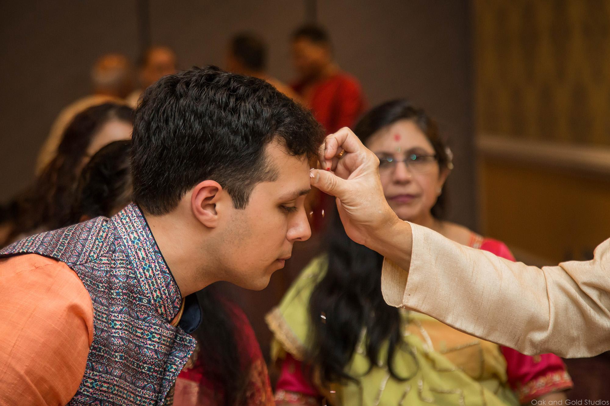 hindu_groom_rice_forehead