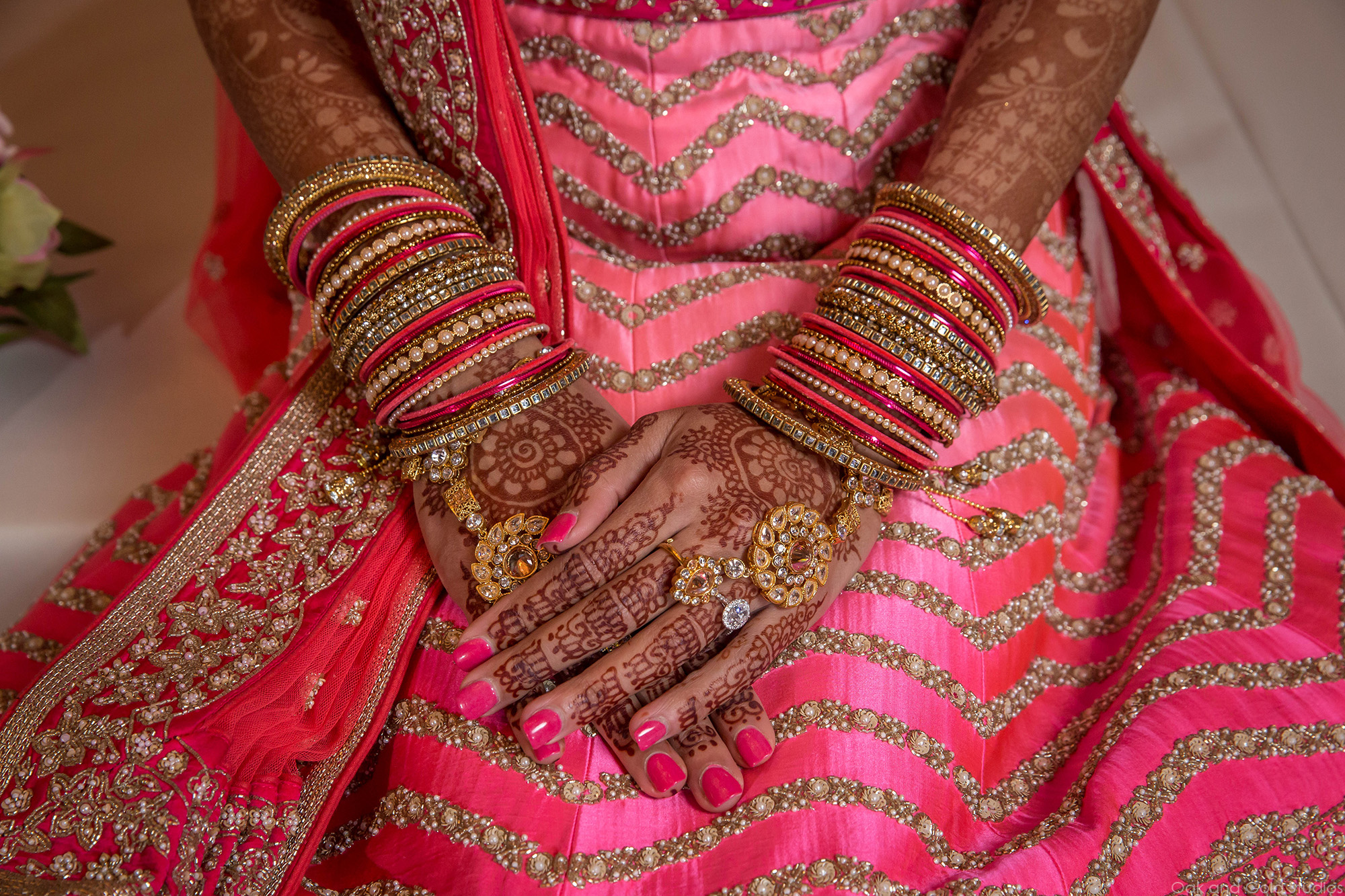 bride_hands_indian_wedding