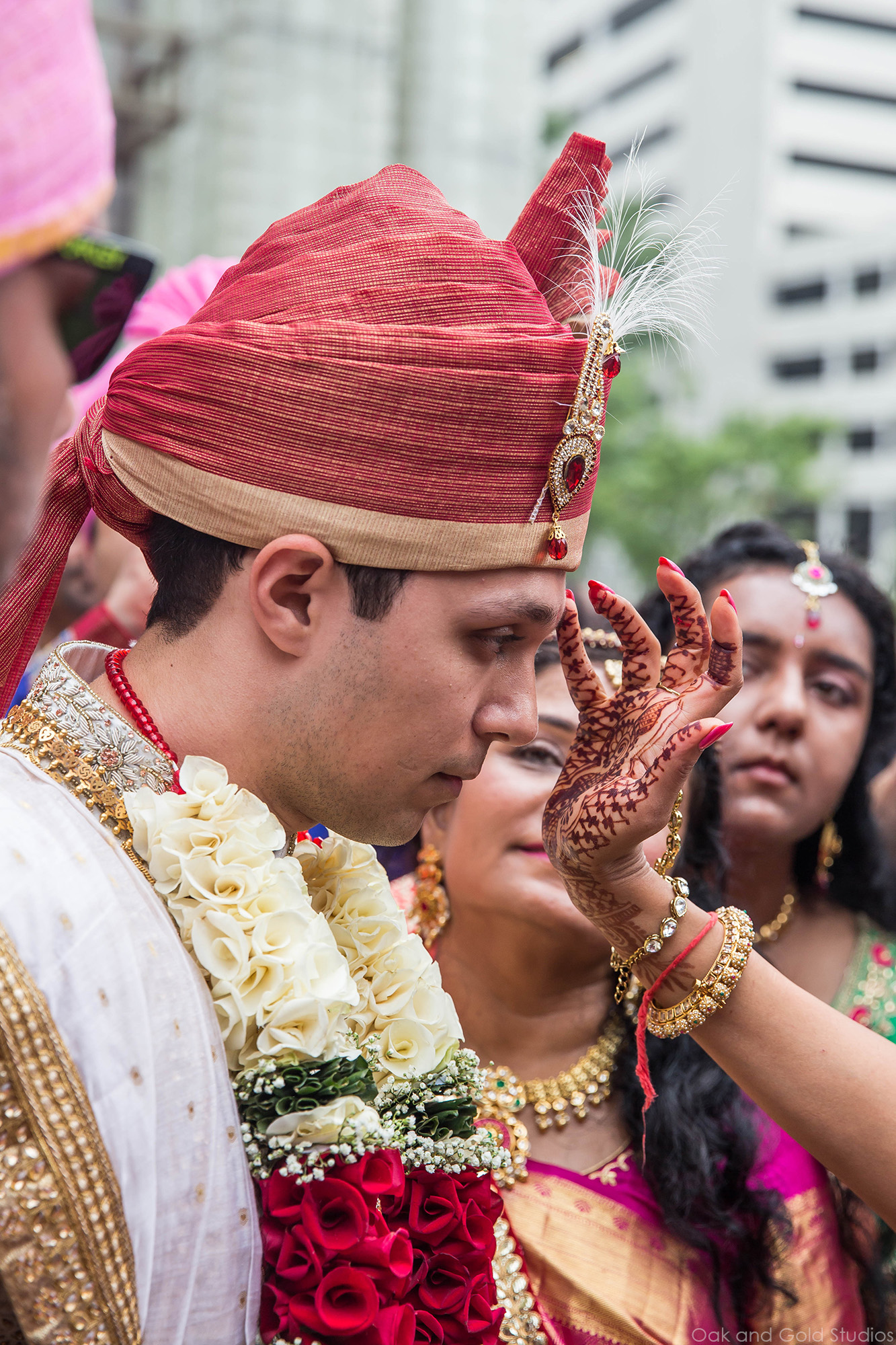 groom_approaches_hindu_ceremony