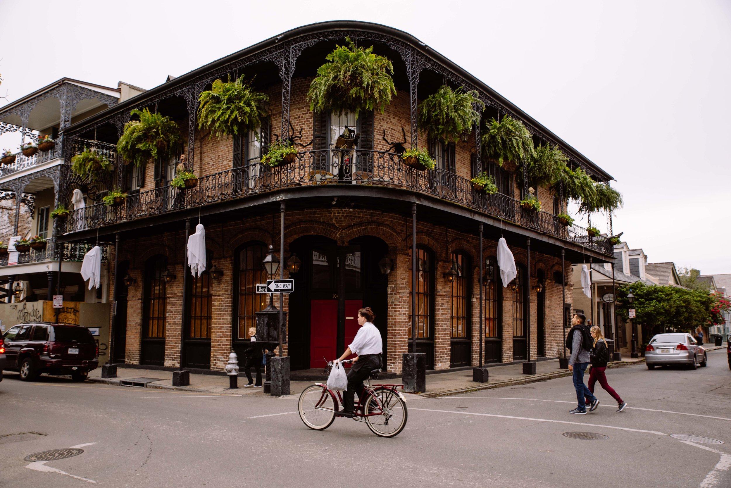 Une rue dans le centre de la Nouvelle-Orléans. Quartier français.