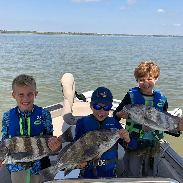 Our Memorial Day Weekend guests had a great time! The black drum were on as well as the  reds and trout. These kids will remember fishing trips like this for life! @joycemerrtt @caseymerritt travis merritt #waterfrontaccommodations #aplacetostayonthelagoon #privateboatramp #privatecharters #diyfishing #mosquitolagoon #redfish #floridafishing @yeti @costasunglasses @simmsfishing @patagonia @nautilusreels @gloomis #cca #sightfishing #skiffshop #catchandreleaseredfish #gatortrout #hellsbay #memorialdayweekend