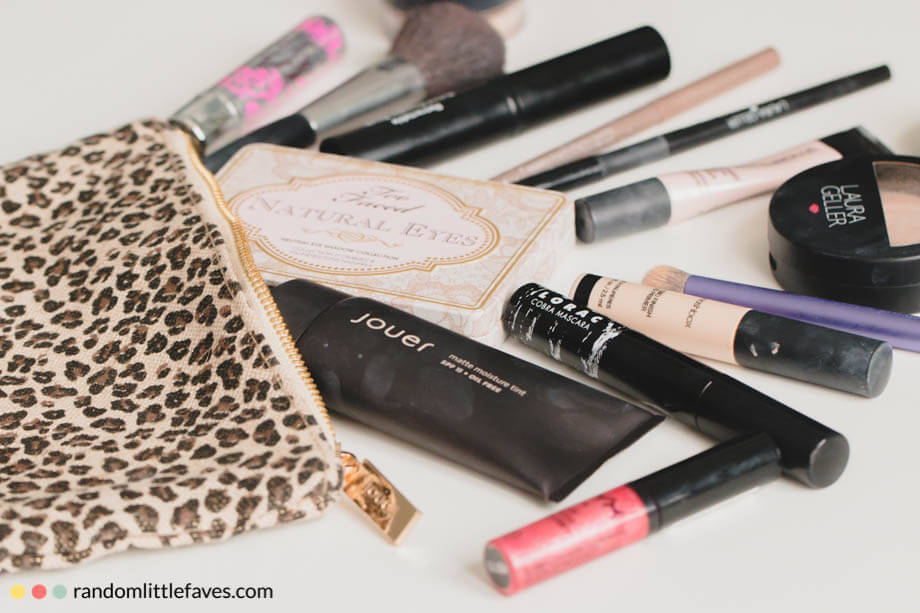 Sharing my favorite makeup products by letting you peek inside my makeup bag!
