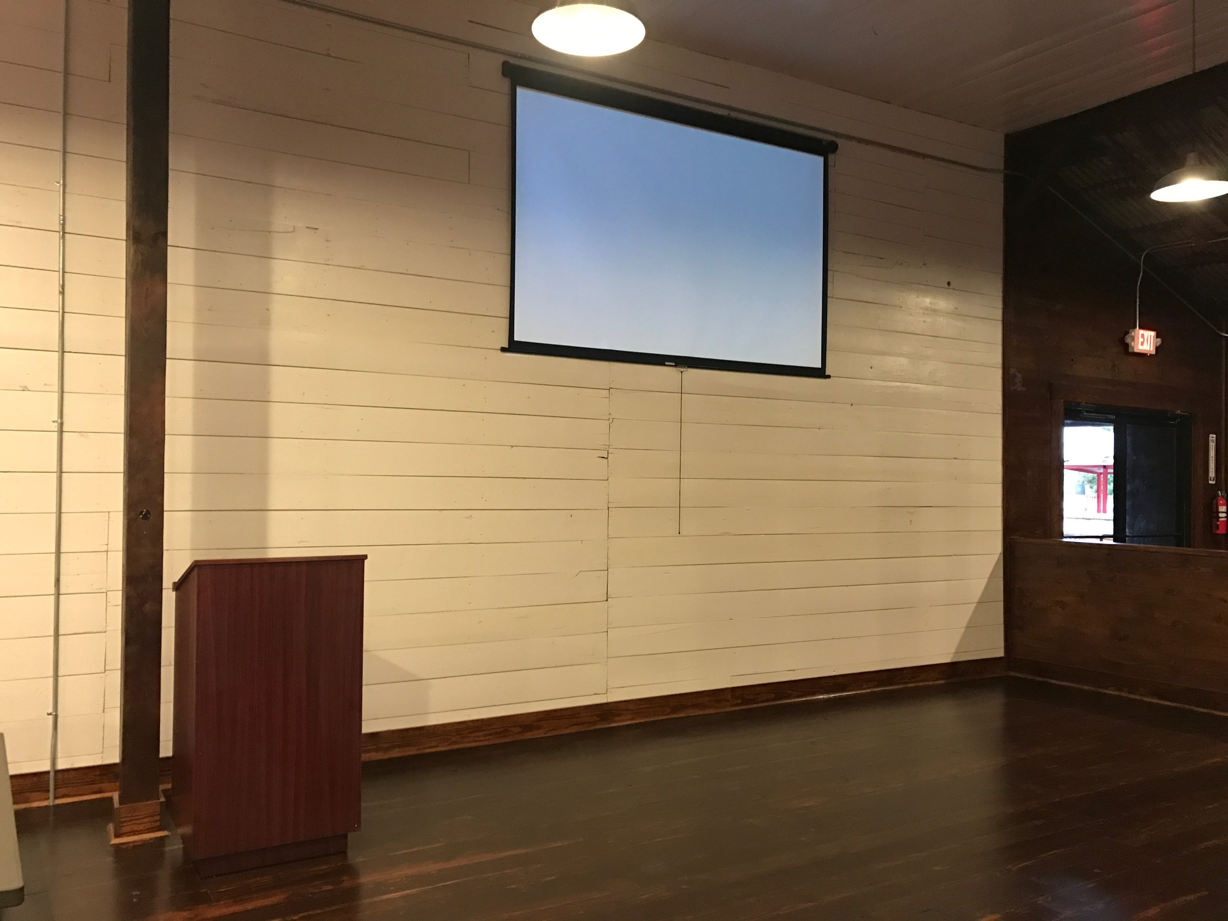 Turning Point Projection Screen