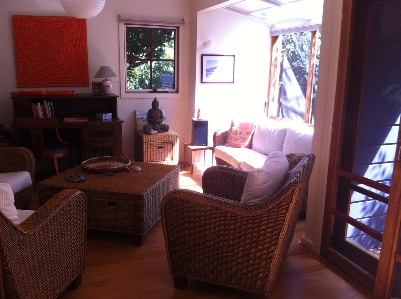 212 living room bef.jpg