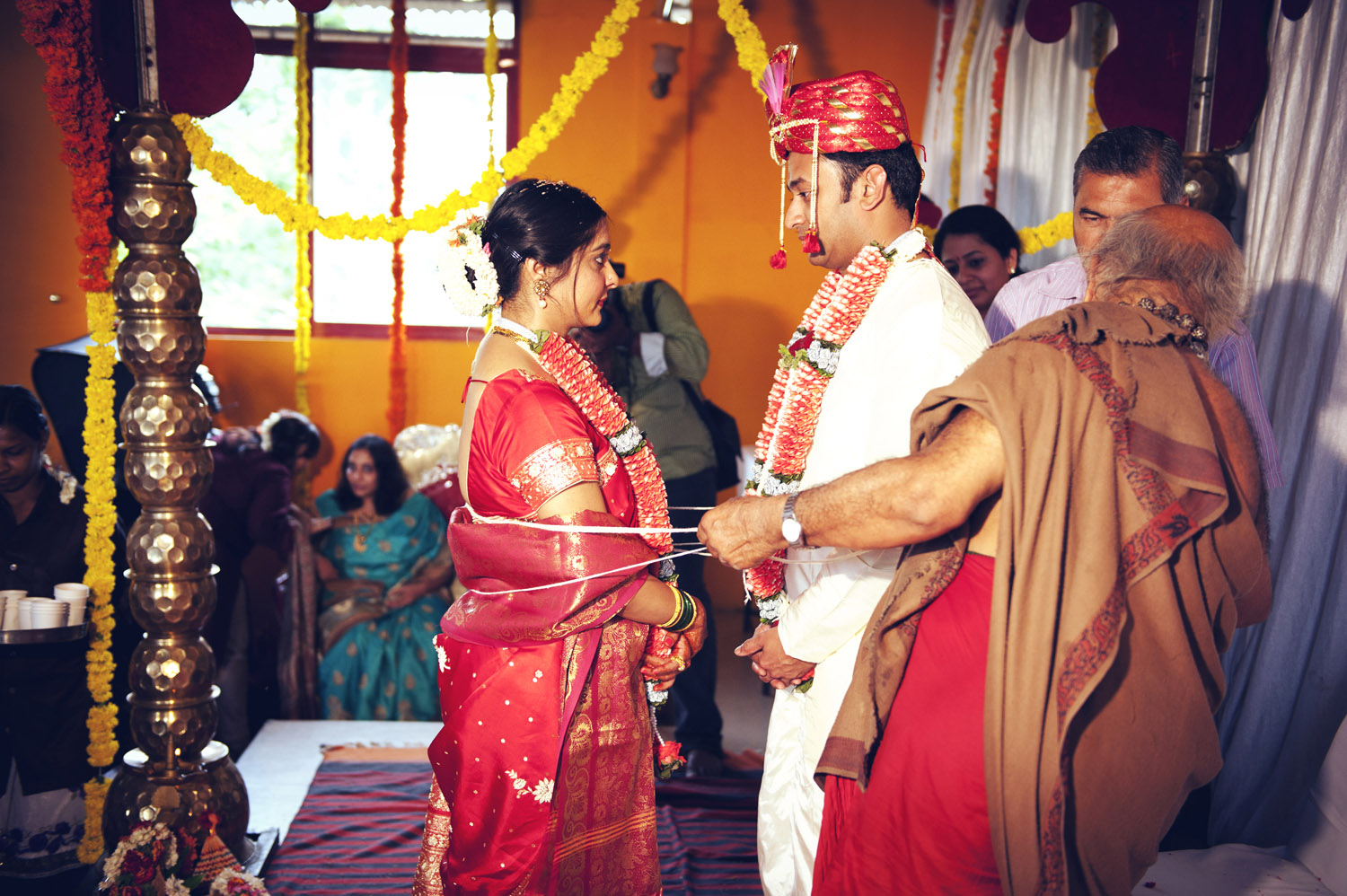 tying bride and groom indian tradition