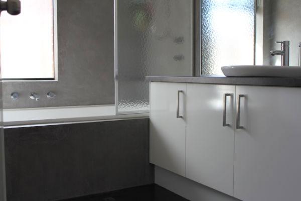 The bathroom after venetian plastering