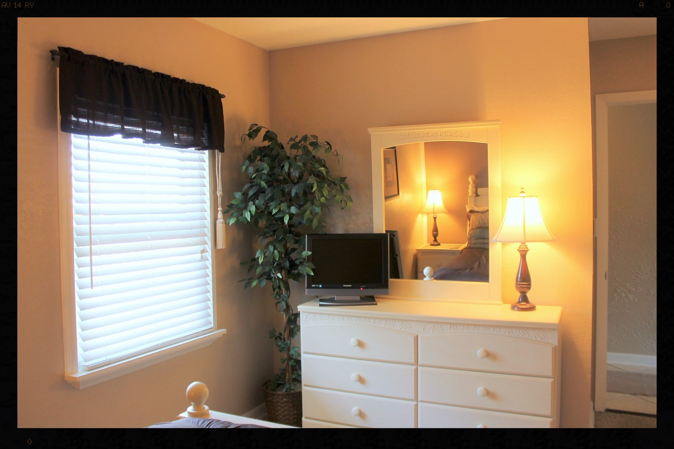 Bedroom dresser 1.JPG