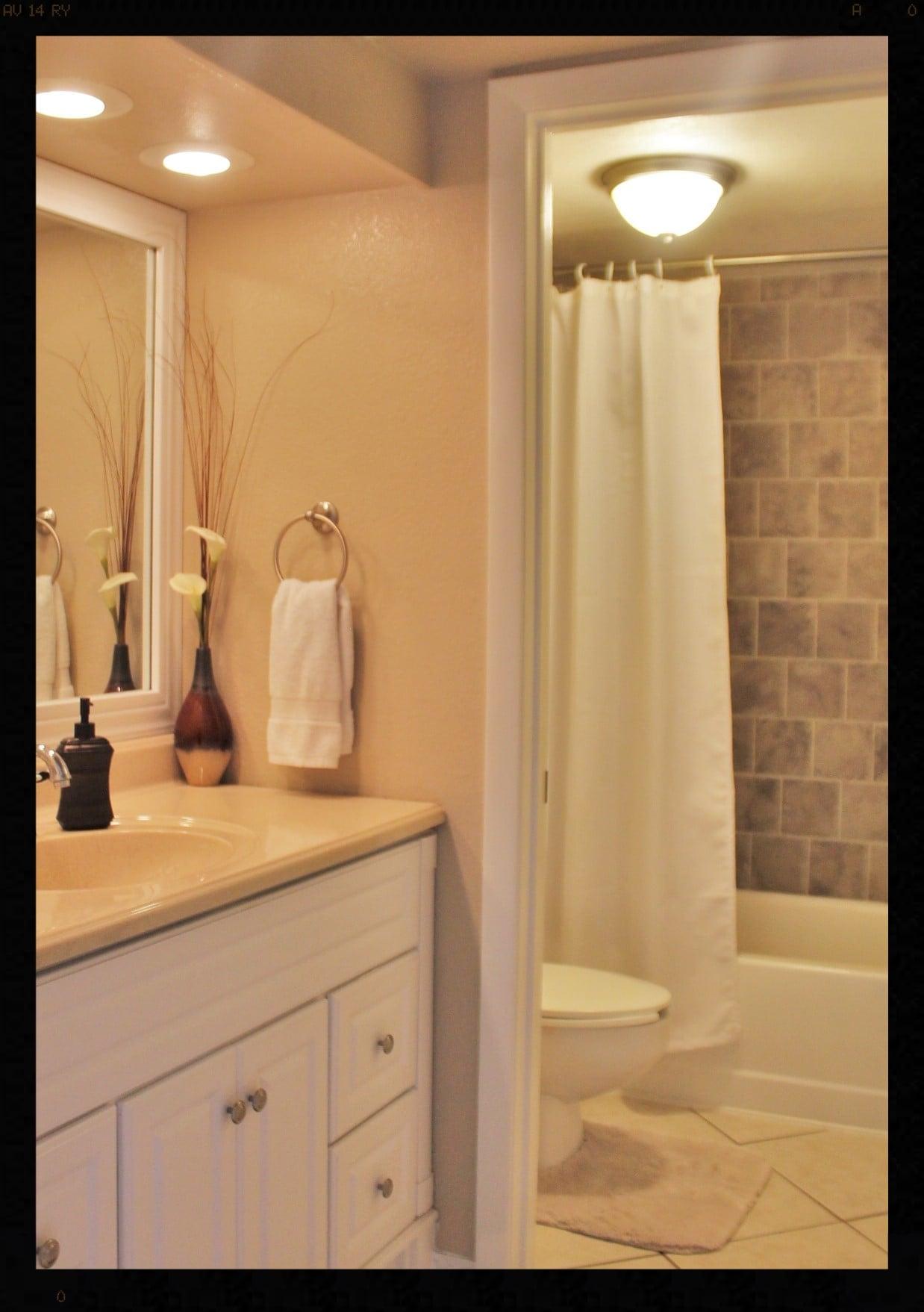 sink and shower 2.JPG
