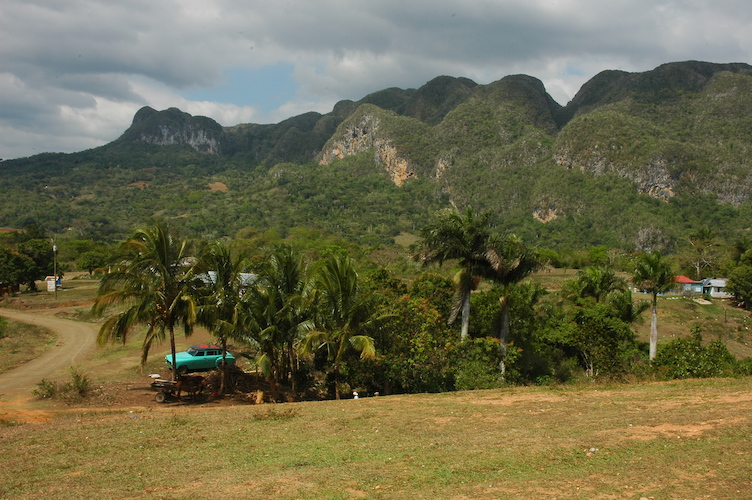 The valley is mostly occupied by sugar, coffee and tobacco farmers.