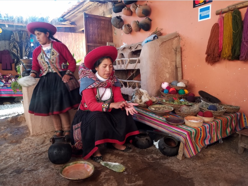 Learning how to make natural lipstick by smashing bugs in Chinchero (Sacred Valley).