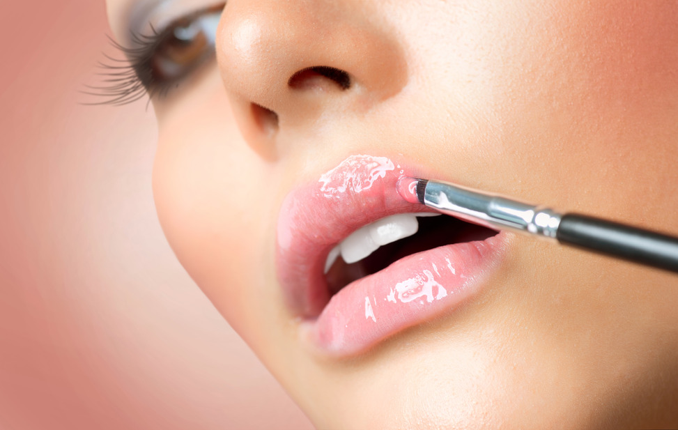 photodune-3026252-makeupprofessional-makeup-lipgloss-lipstick-s.jpg