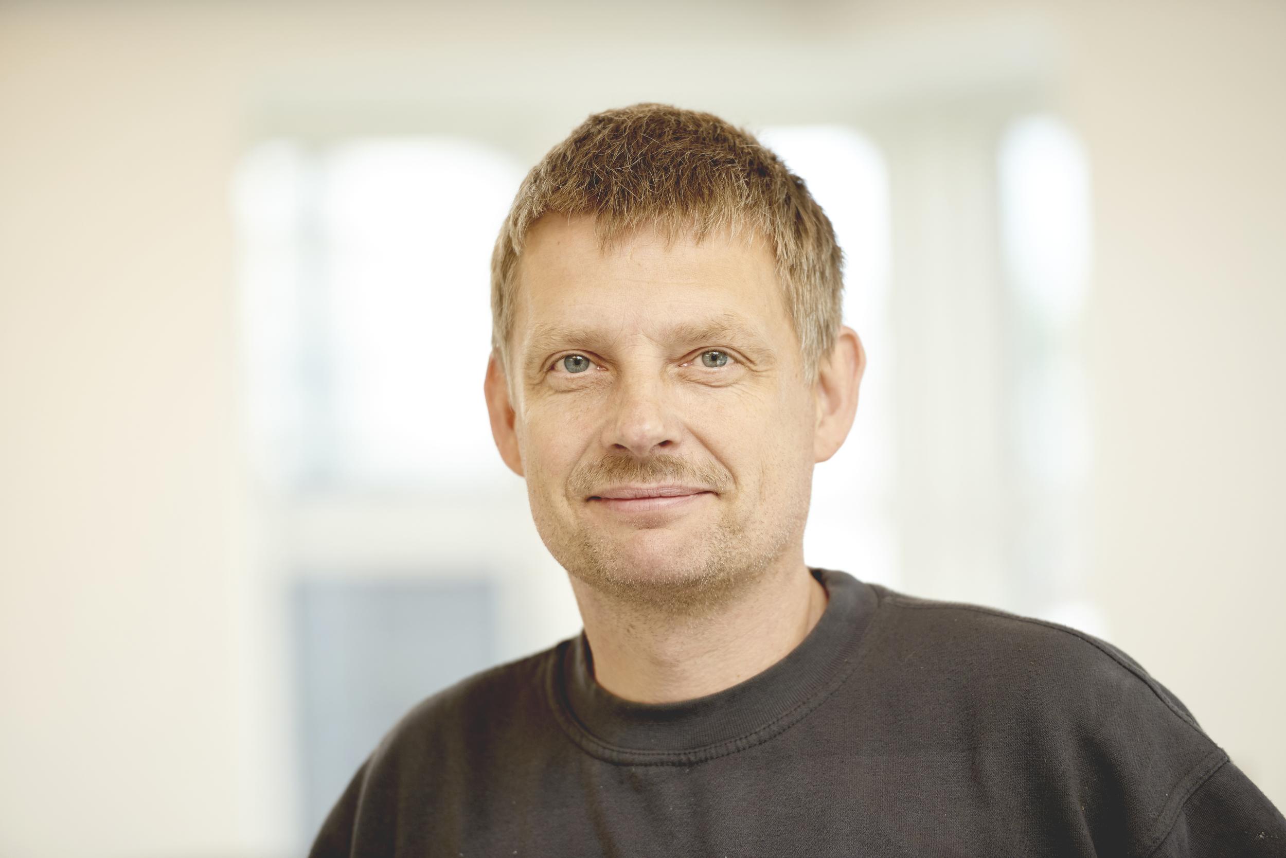 Jan Iversen  Værkfører, autolakering Viborg  T:  8661 1266  M:   auto@maler-vaerkstedet.dk