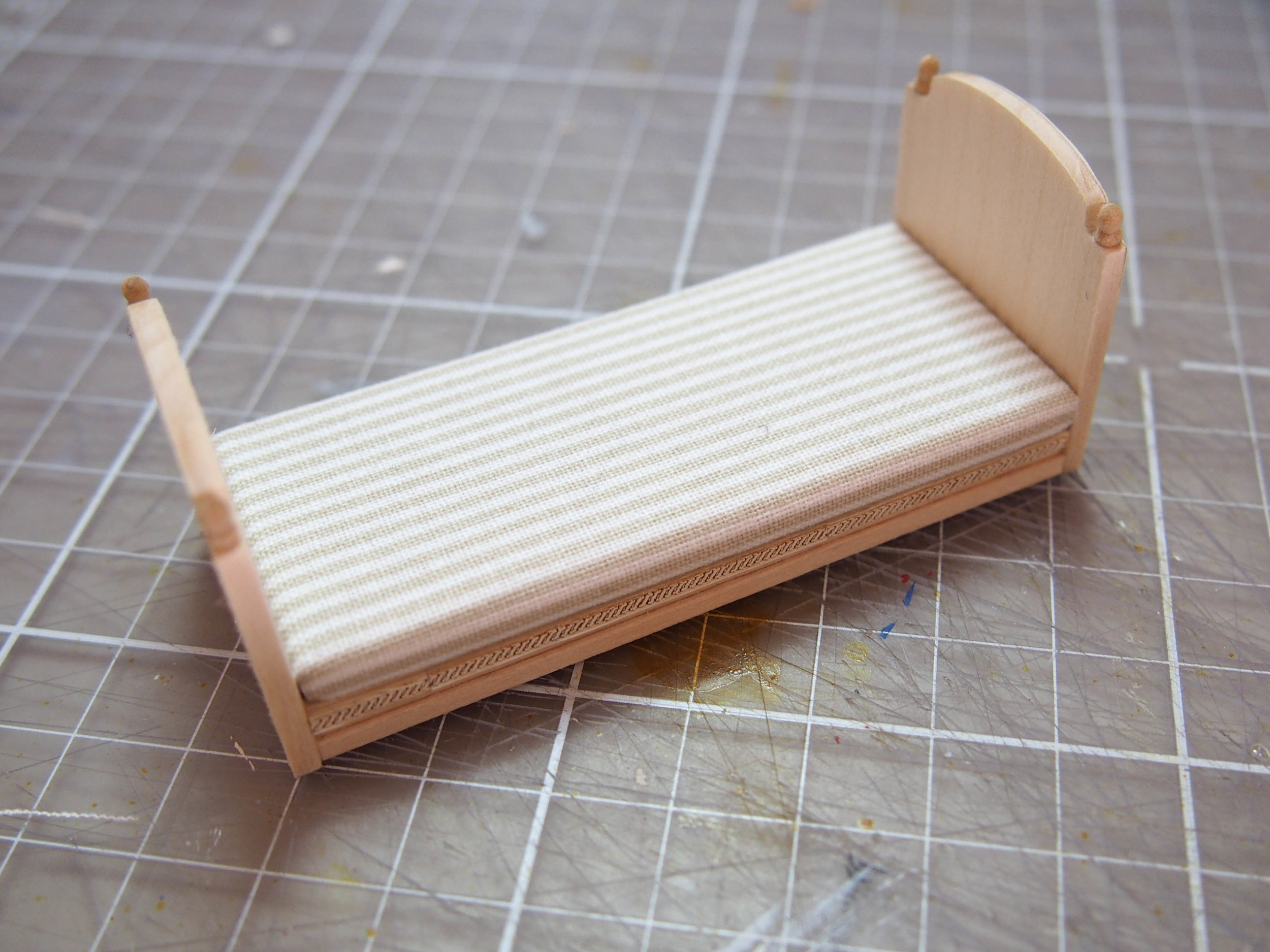 daybed and side table_tutorial-7.jpg
