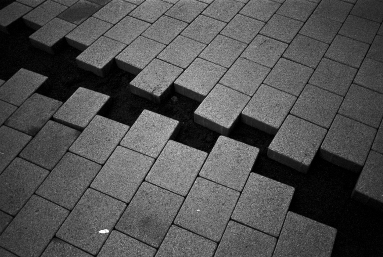 Camera: Canon EOS 300  Film: Fomapan Action 400  Location: Derry/Londonderry, Northern Ireland