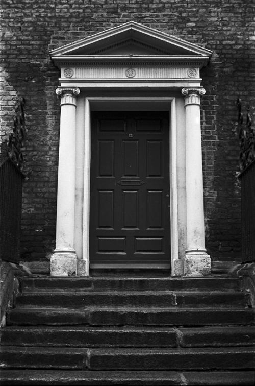 Camera: Voigtländer Vitoret DR  Film: Kodak T-Max 400  Location: Henrietta Street, Dublin, Ireland