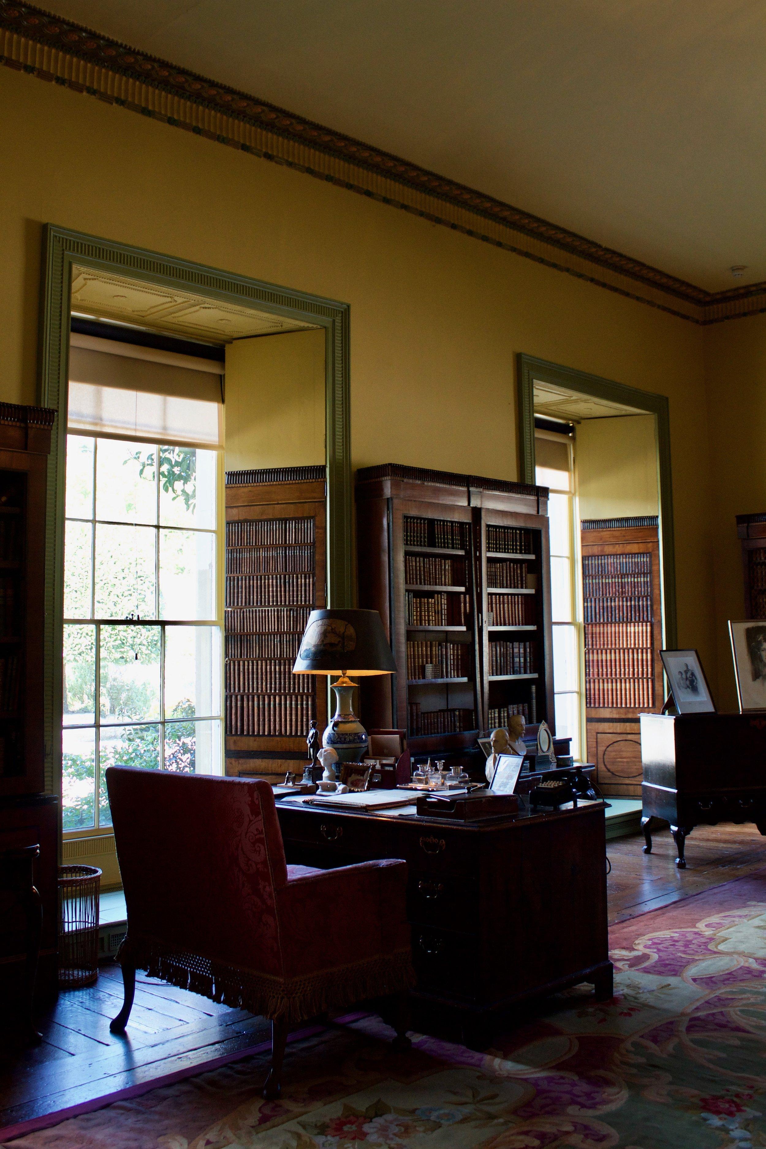 Mount_Stewart_Library.jpg
