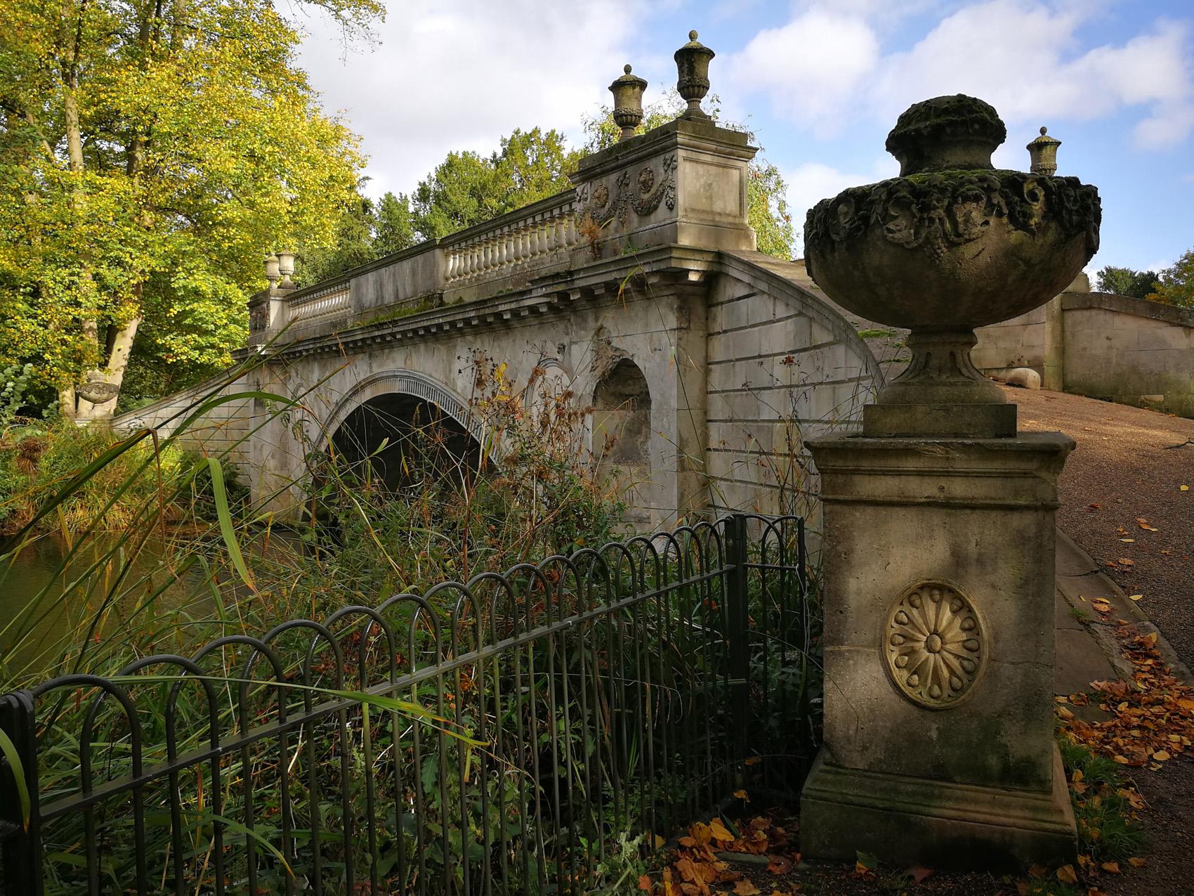 Chiswick House & Gardens, Classic Bridge