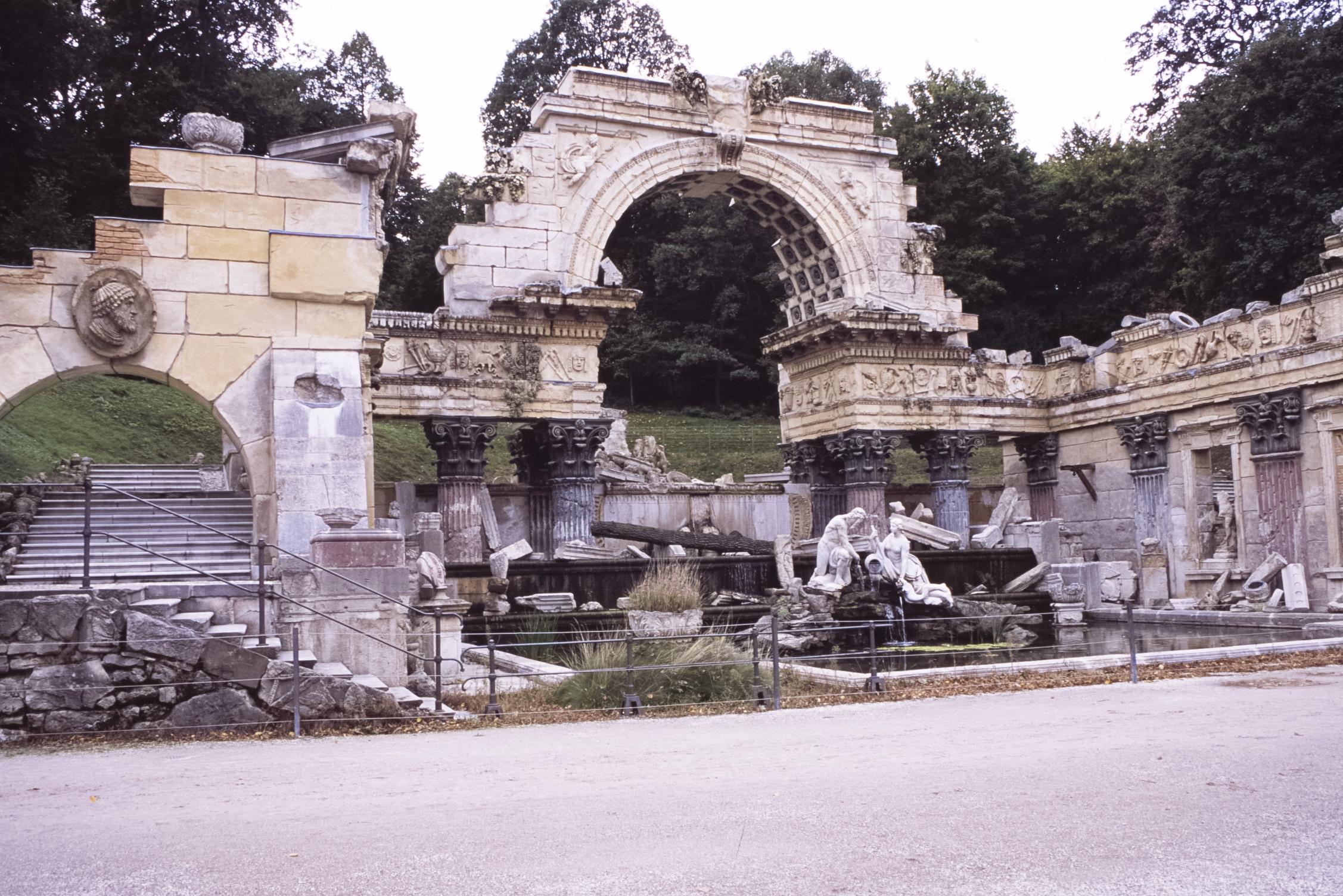 Roman_Ruin_Schönbrunn.jpg