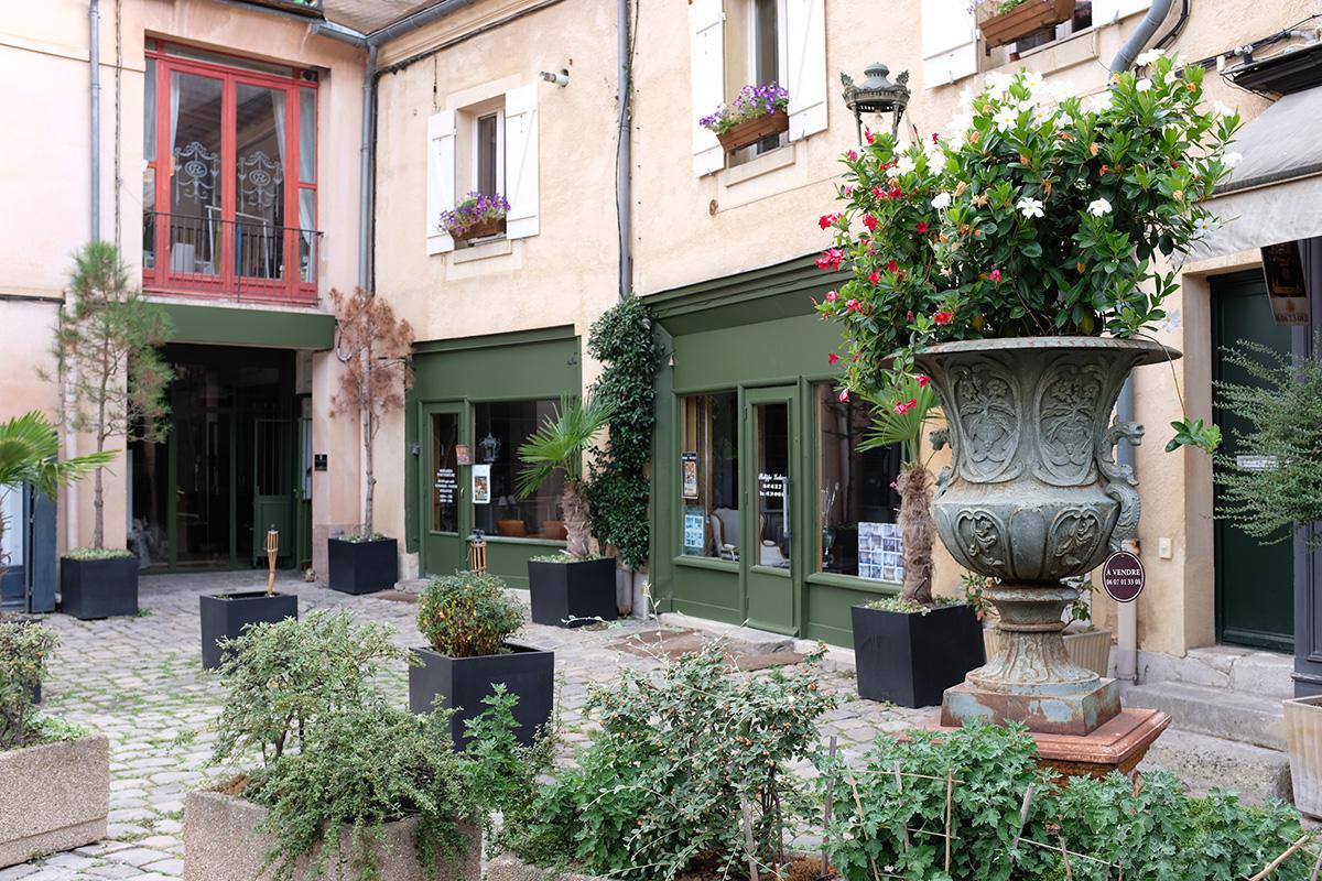 Versailles Antique Quarter 3.jpg
