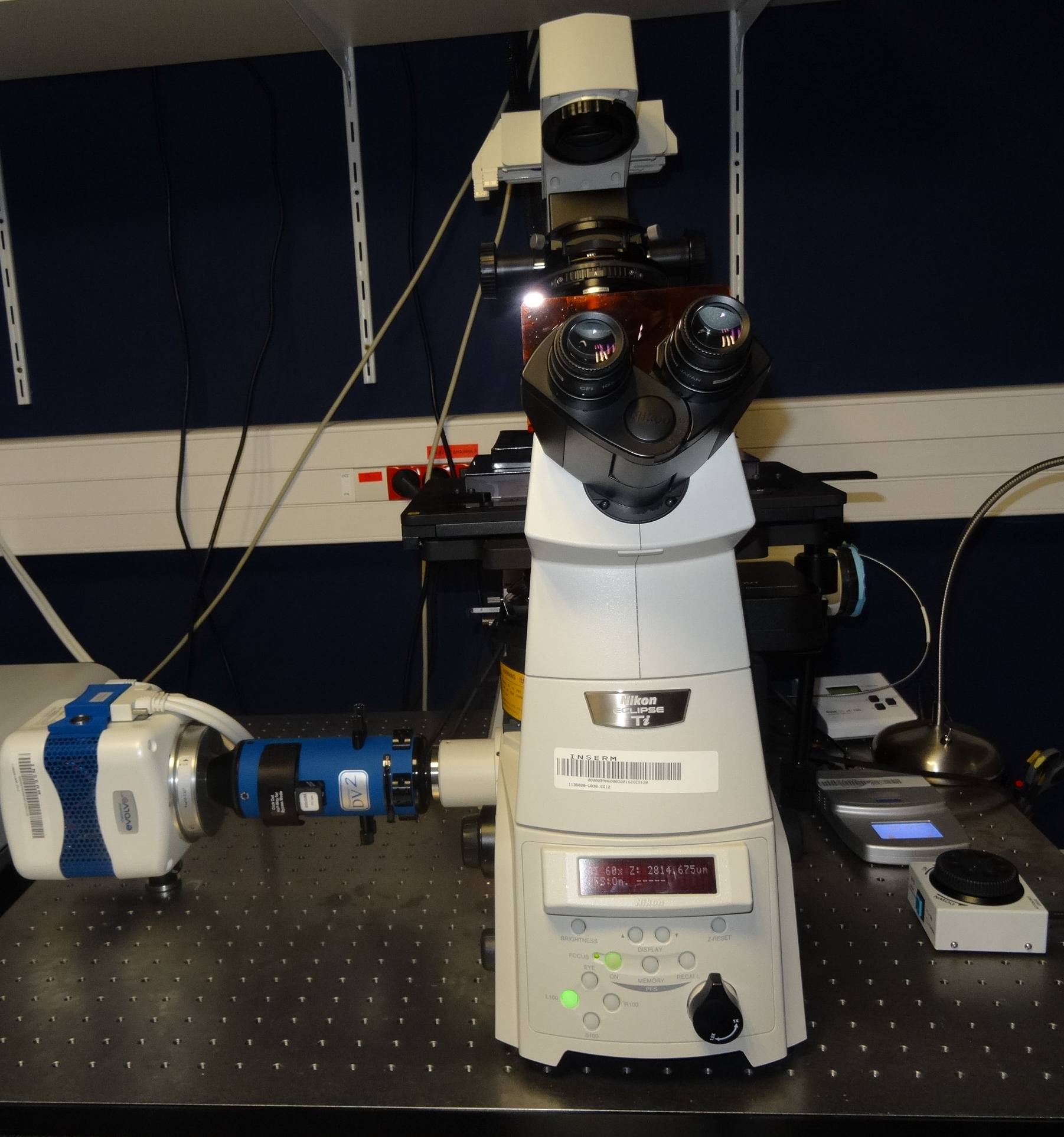 The TIRF microscopy system set up, with the Linkam MC60 controller on the right.