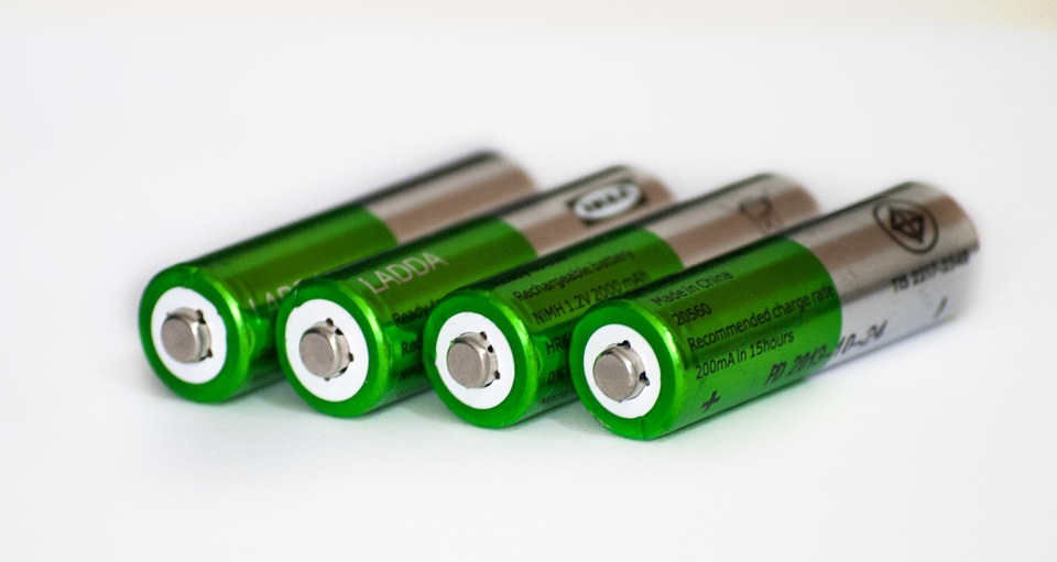Lithium ion batteries (LIBs) are heavily used in the portable electronics industry due to their low weight and high energy output. Although they are incredibly popular, improvements can be made in terms of capacity and replacing the volatile and flammable organic solvents within the batteries.