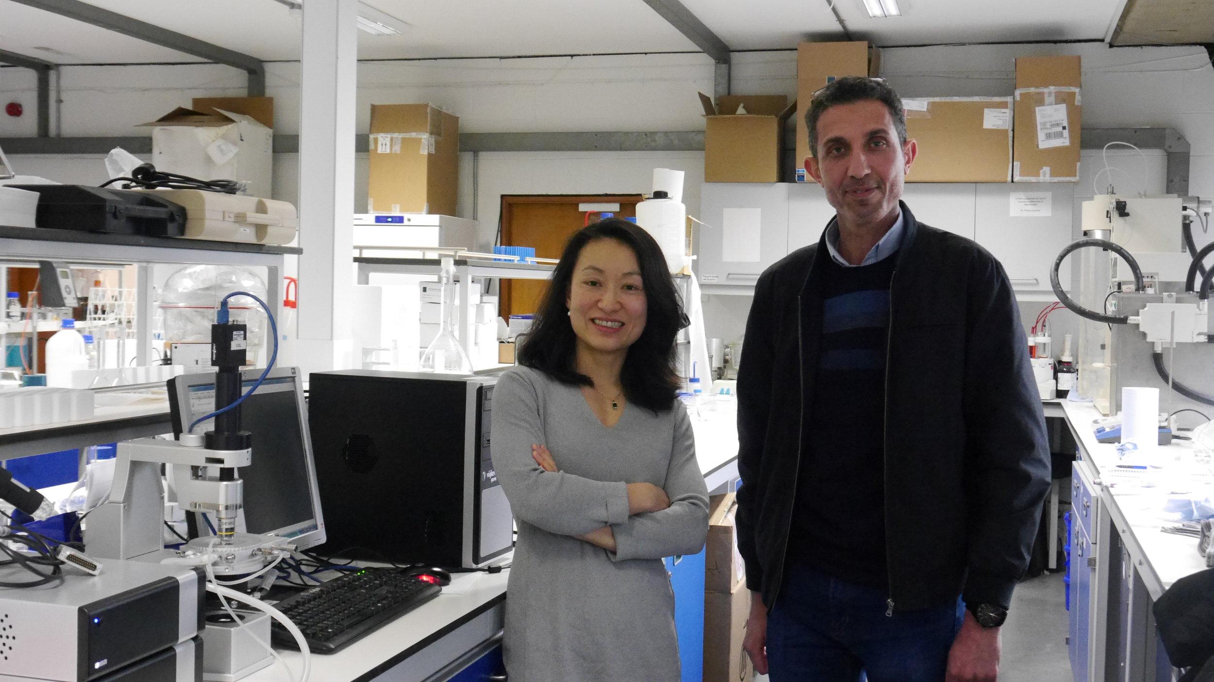 Dr Sheng Qi and Dr Muqdad Alhijjaj with their Linkam system.