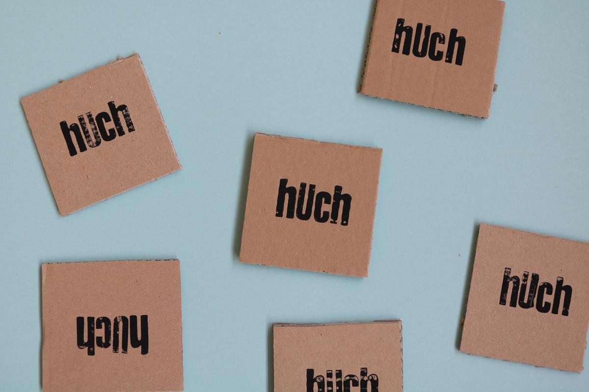 huch   Handgestempelt / ca. 9 x 9 cm   10 EUR