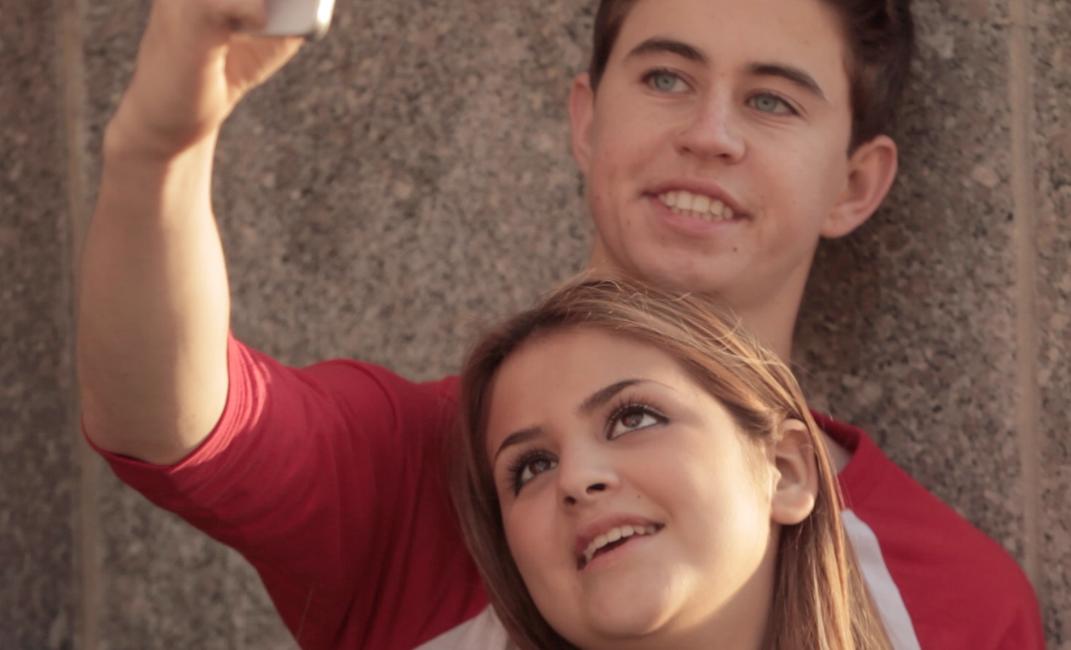 lauren_nash_selfies_USE.png