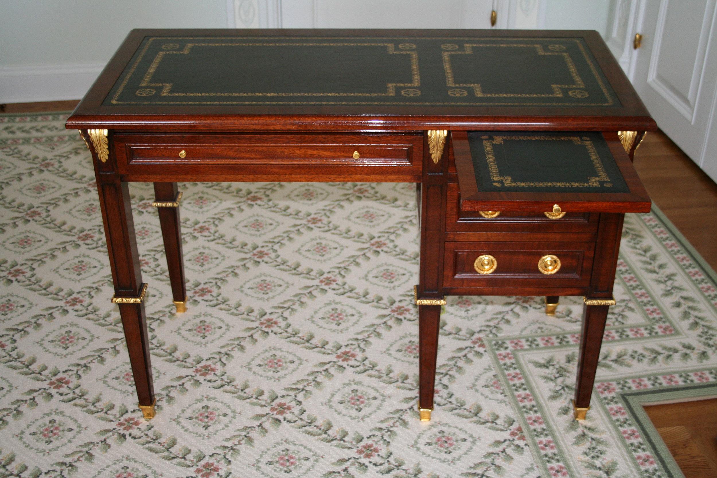 4-bedroom-small-desk2.jpg