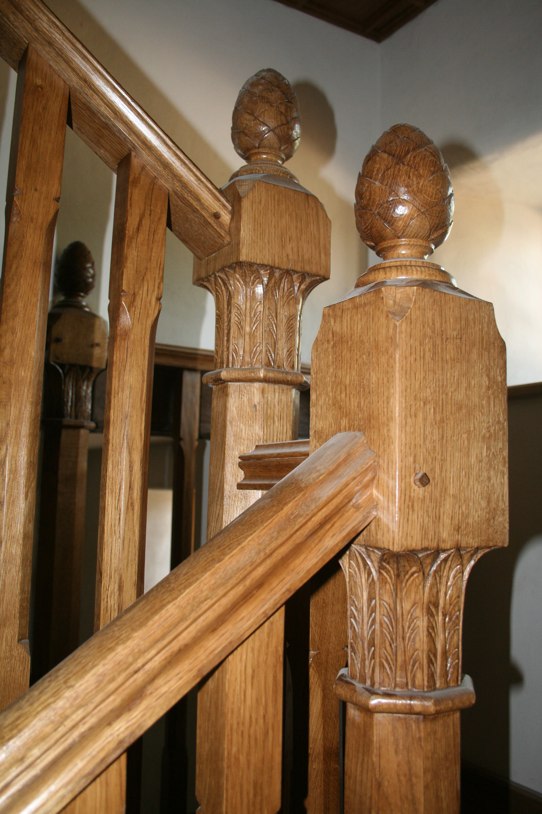 2 OAK STAIRCASE .JPG