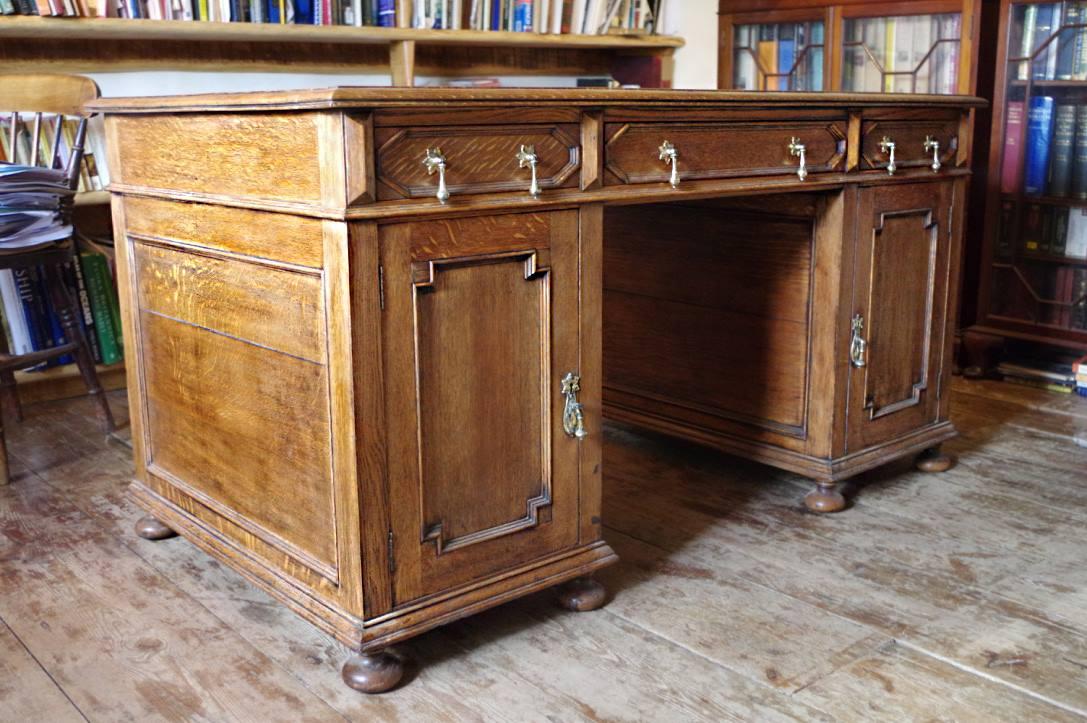 oak partners desk.jpg