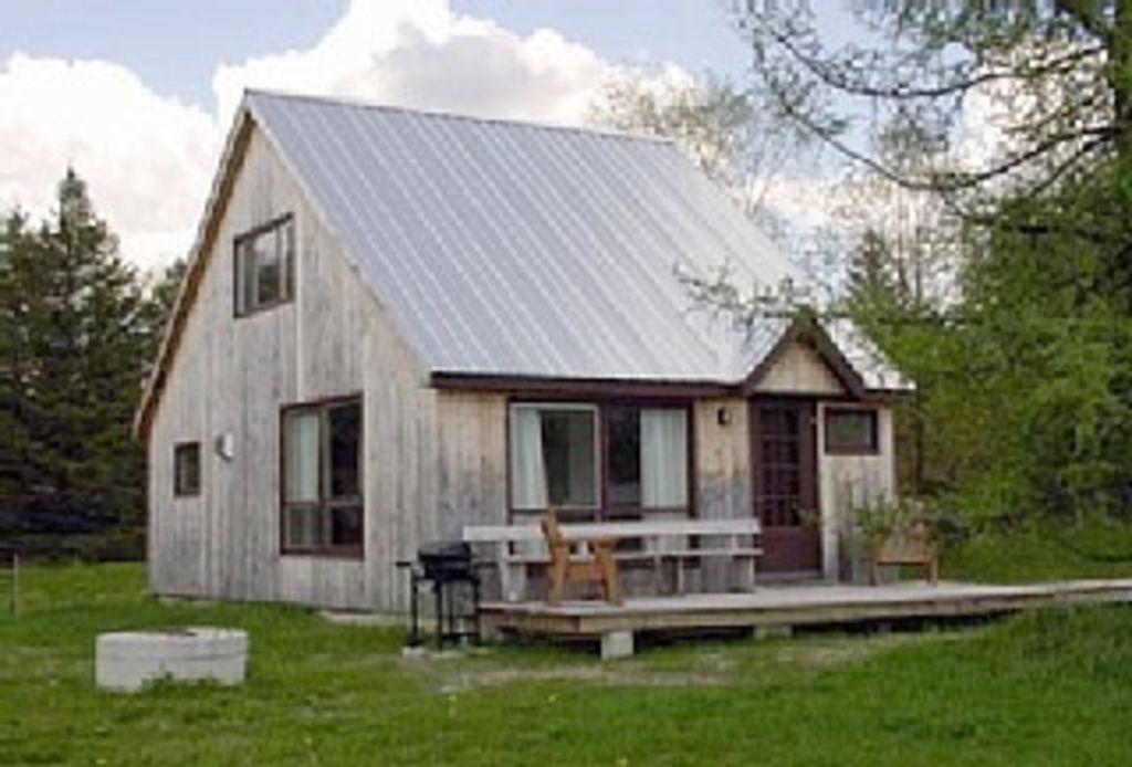 Sunset Cottage - Location: AlbanyDistance: 5.3 milesSleeps: 6Price: $135/nightSite: Homeaway