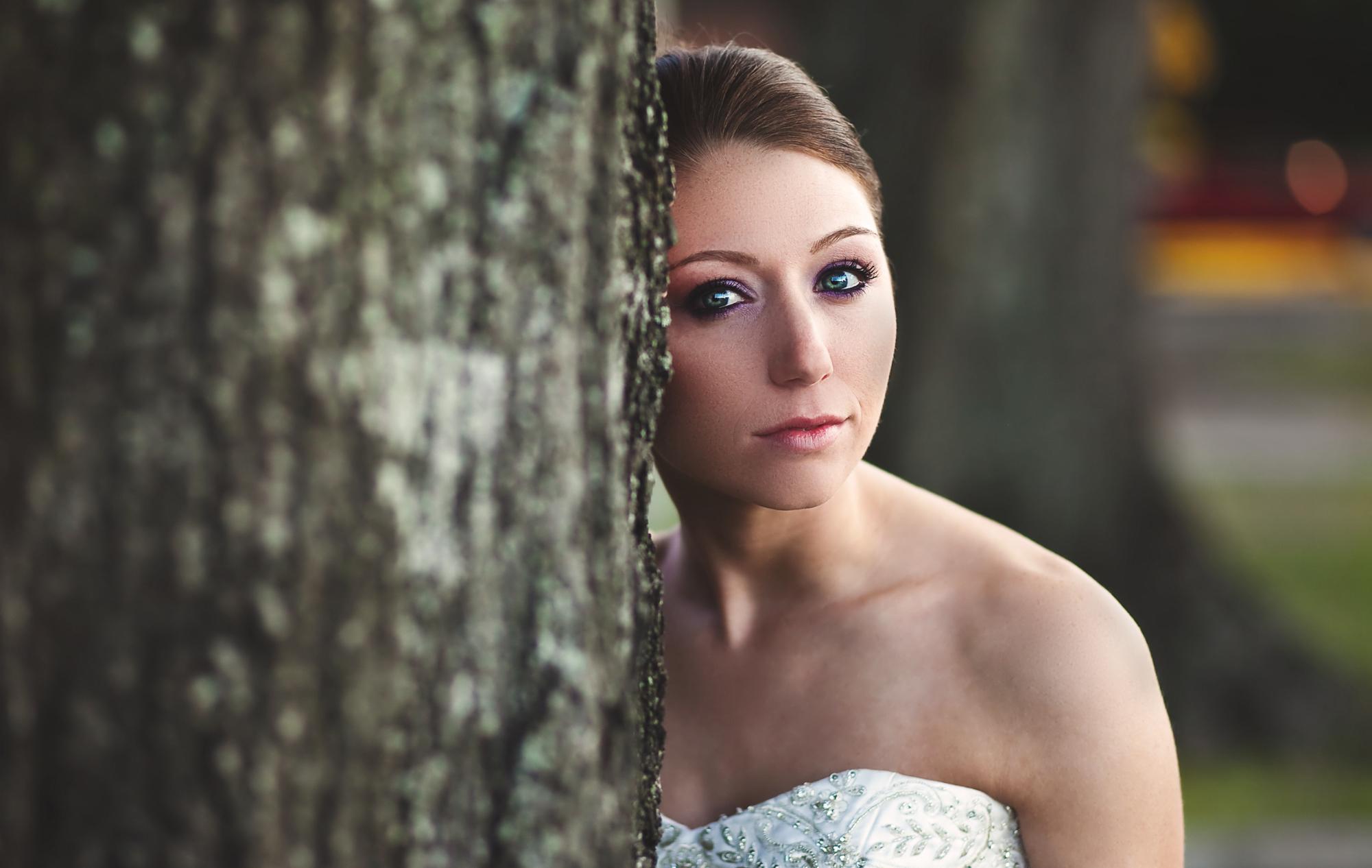 adam-szarmack-weddings-bride-by-tree.jpg
