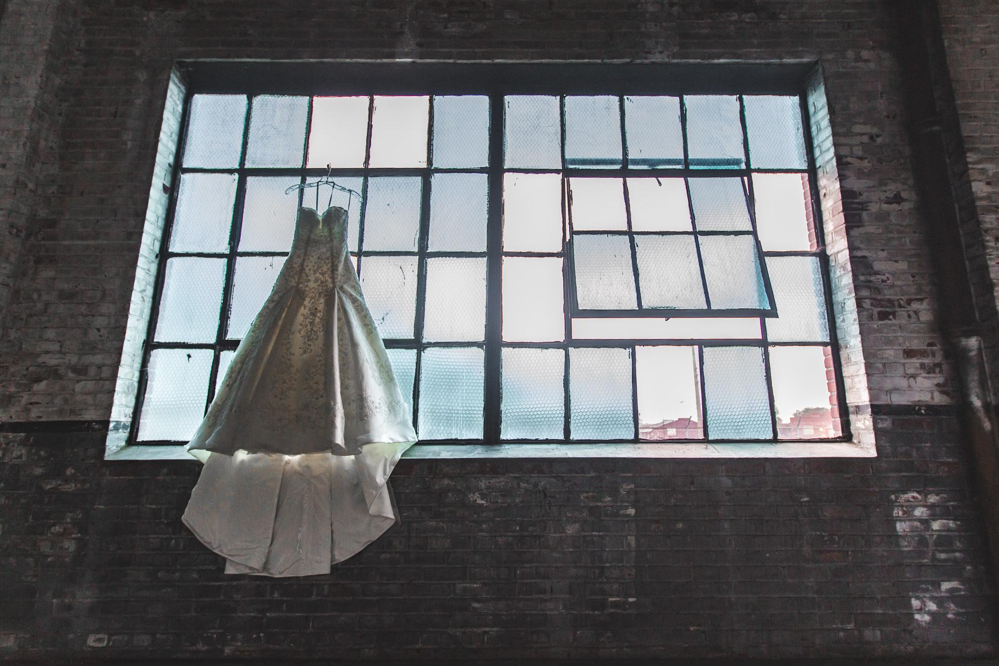 Adam-Szrmack-The-Glass-Factory-Wedding-17.jpg